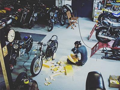 Wir bauen diverse Modelle um, von Flat Tracker und Cafe Racer zu Bobber, Chopper und Brat Bikes